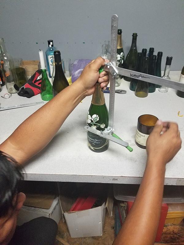 Super Dabbler: DIY Soy Candles Wine Bottle Cutting